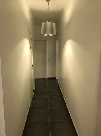 Boncelles 6<br /> Couloir qui m&egrave;ne aux diff&eacute;rents cabinets de consultation.